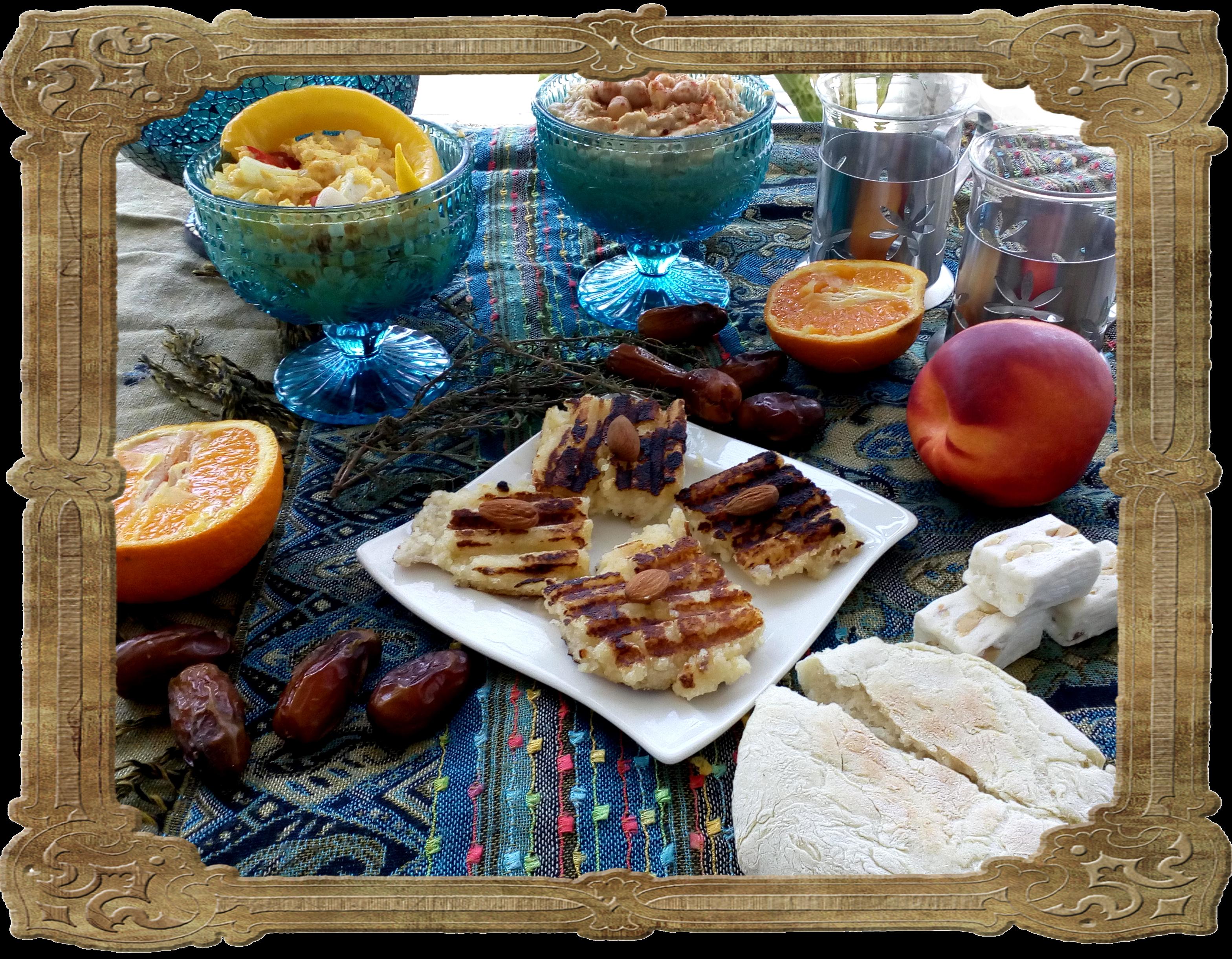 Frühstückstisch, orientalisch gedeckt, mit Fladenbrot, Hummus, Rührei und Dessert