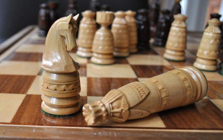 Schachspiel, weißer König schachmatt